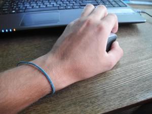 резинка на руке